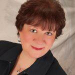 Behind the Hustle: Carol Malinky (@CarolMalinky)